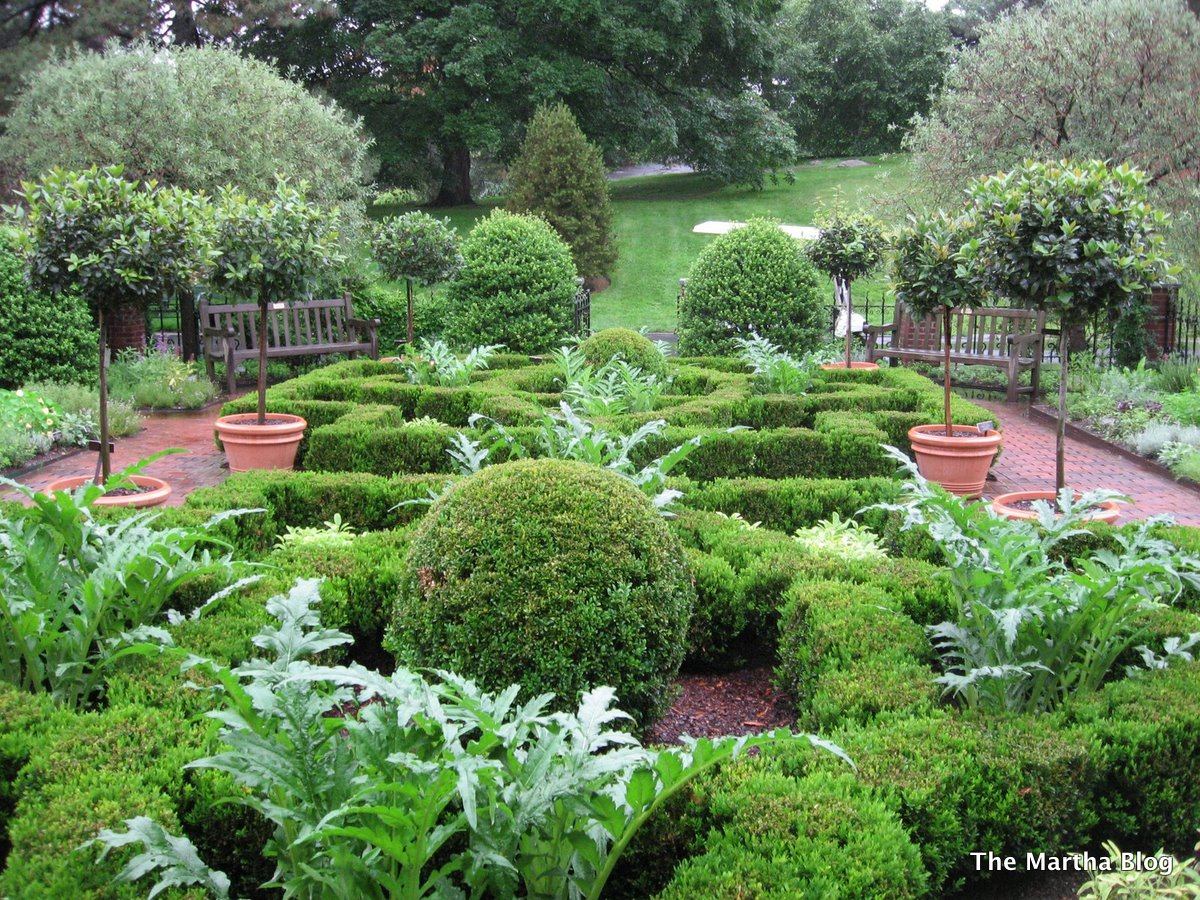 english herb garden in nyc - Garden Design Blog