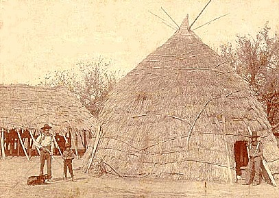 Early Explorers Have Described Them As Being 15 To 30 Feet Across The Caddoan Houses Were Very Similar Shaped Like Giant Cones